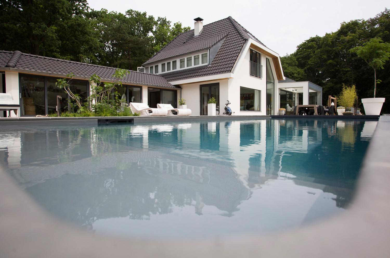 zwembad, villa, in het groen, witte villa, luxe villa, woonhuis