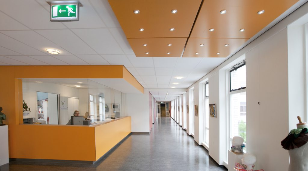 hal schoolgebouw, gang, middelbare school, oranje