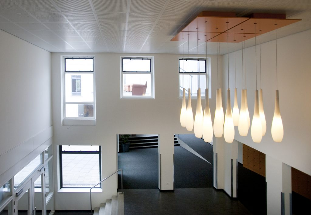 hal middelbare school. moderne hanglamp