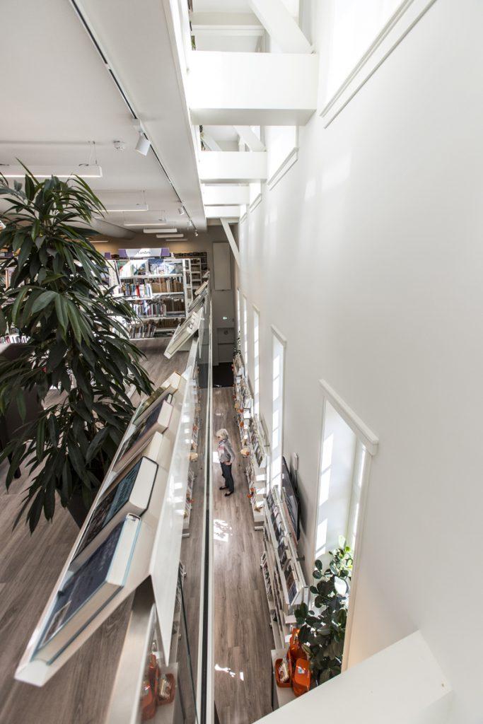 Multifunctioneel gebouw, bibliotheek, hal